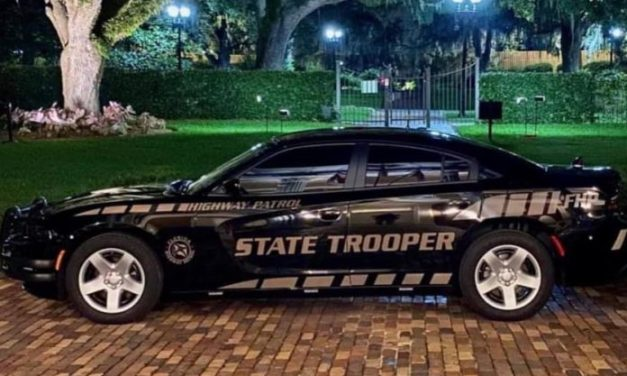 "Pazite na ""Ghost""automobile Florida Highway Patrol"